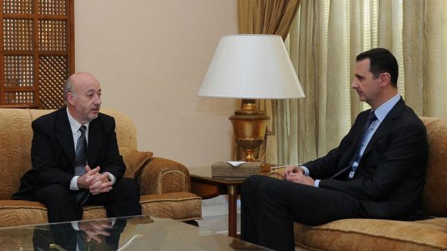 El periodista de Télam Horacio Raña entrevistando al presidente sirio.