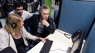 Macri visitó por sorpresa un call center del Anses