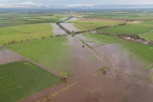 Productores pampeanos donaron más de 400 rollos de pasto para ruralistas afectados por las inundaciones