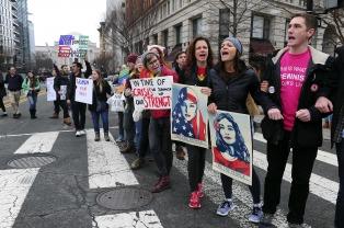 Miles de mujeres de todo el mundo protestaron contra Trump