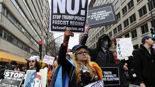 La marcha contra Trump tuvo su convocatoria en Buenos Aires frente a la Embajada de EE.UU.