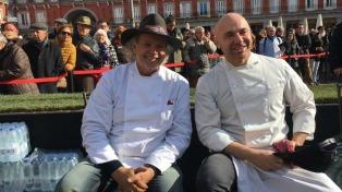 """Francis Mallmann ofreció """"el gran asado argentino"""" en Madrid"""