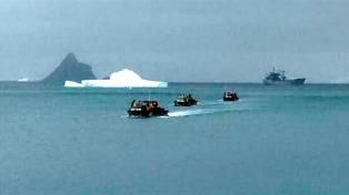 El navío San Blas llegó a la Base Orcadas y 17 personas comienzan a vivir su invernación