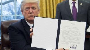 Trump avanza con uno de sus ejes de campaña y suspende el plan medioambiental de Obama