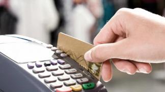 Desde abril, deberán aceptar tarjetas de débito para distintas operaciones