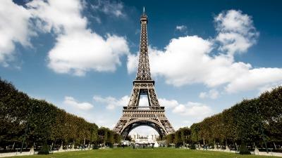 Subastarán un tramo de las primeras escaleras de la torre Eiffel