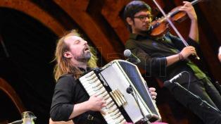 Chango Spasiuk y Bruno Arias, en la octava noche de Cosquín