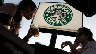 Tras el escándalo por racismo, Strabucks permite usar sus locales sin tener que consumir