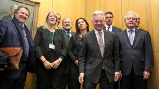 """Legisladores plantearon al vicecanciller británico crear """"un espacio de confianza"""" para conversar sobre Malvinas"""