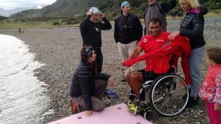 """Un hombre parapléjico cruzó a nado el Canal Beagle: """"Con fe en Dios todo se puede lograr"""""""