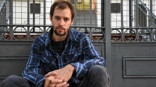 """Mariano Favier: """"Me interesaba indagar en esa nostalgia que la televisión y las series alimentan todo el tiempo"""""""