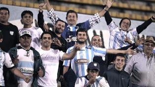 Atlético Tucumán regresó al país y sus hinchas le ofrecieron una cálida recepción