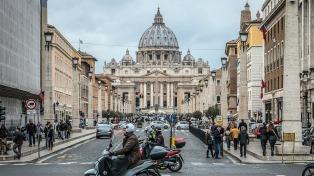La policía australiana investiga por varios cargos de abuso al cardenal que administra el dinero del Vaticano
