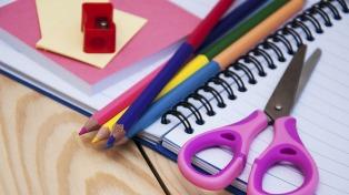 La Defensoría del Pueblo reparte un instructivo para comprar los útiles escolares