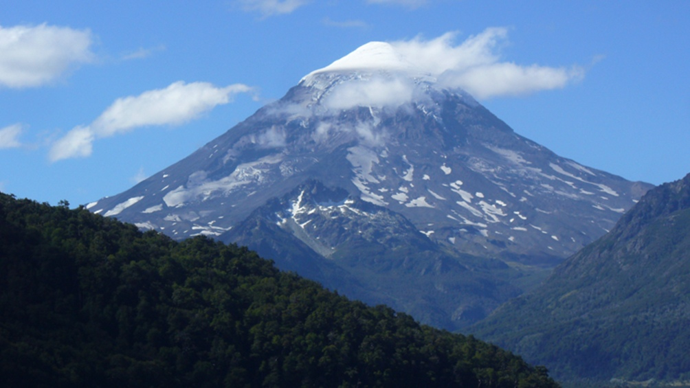 Piden declarar al volcán Lanín sitio sagrado mapuche