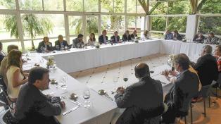 Nación y cinco gobernadores viajan en busca de financiamiento