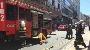 Celebraban con un asado, pero movilizaron a bomberos y policías, en San Telmo