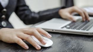 Buscan que más mujeres se sumen a estudiar carreras relacionadas a la informática