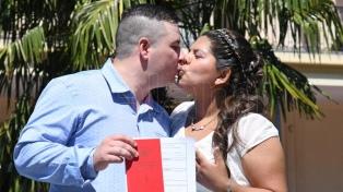 """La pareja número 100 dio el """"sí"""" en Parque Avellaneda, uno de los """"lugares emblemáticos"""""""
