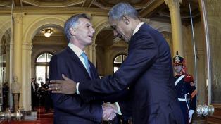 Macri habló con Obama, quien le prometió que visitará Argentina en 2018