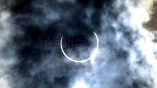 Miles de personas disfrutaron el eclipse de sol anular en la patagónica Camarones