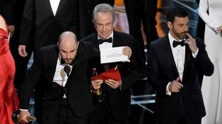Desplazan de futuras ceremonias a los responsables del histórico error en los premios Oscar