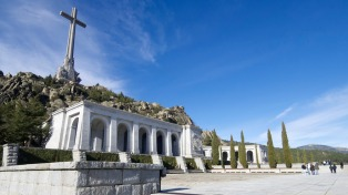 El Senado español condenó el franquismo y avaló la exhumación de Franco