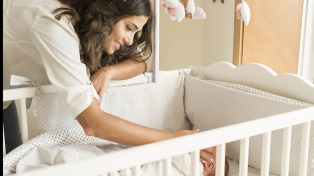 Todavía no se cumplen adecuadamente las medidas de sueño seguro para los lactantes