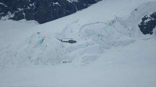 Un helicóptero de Fuerza Aérea midió los  espesores de los glaciares