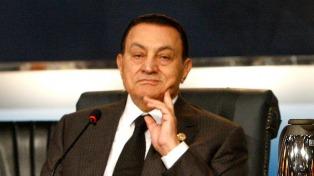 Mubarak reapareció tras casi dos años para declarar en un juicio contra su sucesor