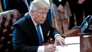 Trump firmó un decreto para dar marcha atrás con las medidas de Obama sobre cambio climático