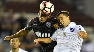 Lanús cayó ante Nacional por la Copa Libertadores.