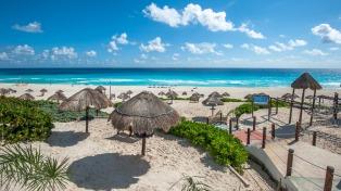 El sargazo, la poca promoción y la inseguridad impactan en el flujo turístico del Caribe
