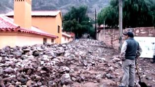 Evacúan a familias y se incrementan los derrumbes en Tilcara tras el alud