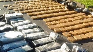 Decomisaron casi dos toneladas de marihuana