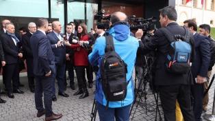 Confirman la pena de cárcel para siete periodistas críticos