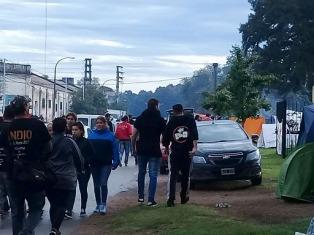 Unas seis mil personas que quedaron varadas en Olavarría tras el recital de Solari dejaron la ciudad