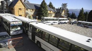 Una inesperada medida de fuerza de choferes dejó sin transporte a la mitad de Bariloche