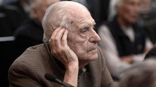 Condenan a perpetua al último dictador militar de la Argentina
