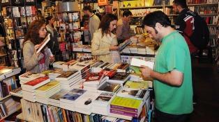 """""""Sólo nosotros dos"""", de Nicholas Sparks, encabeza la lista de libros más vendidos de esta semana"""