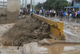 Lima está sin agua potable hace cuatro días tras los aludes