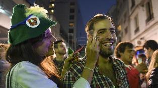 Bares porteños se tiñeron de verde y cientos de jóvenes celebraron San Patricio