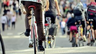 Prevención: aconsejan a ciclistas anticipar las maniobras para evitar accidentes