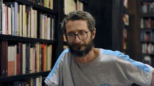 """Mario Ortiz: """"Si la tierra es del que la trabaja, los libros son del que los usa"""""""