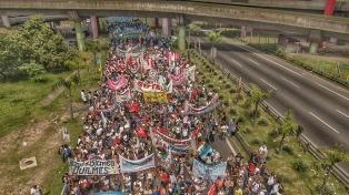 Multitudinaria marcha docente en la Plaza de Mayo para reclamar una paritaria nacional
