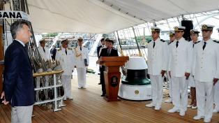 """Macri despidió a la Fragata Libertad y recordó que ahora puede """"navegar con tranquilidad"""""""