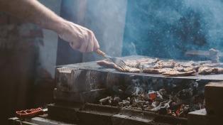"""En el interior del país se cobra más caro el asado por la """"demanda diferenciada"""""""