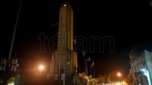 """El Obelisco y el Monumento a la Bandera, a oscuras por """"La hora del Planeta"""""""