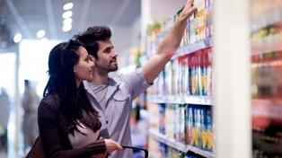 El índice de confianza del consumidor subió 7% interanual en lo que va de abril