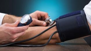 La presión arterial puede reducirse en dos puntos si se cambian los hábitos de vida